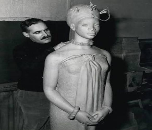 Emotan Statue